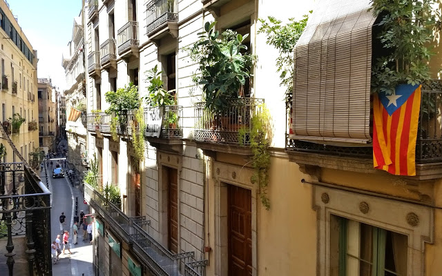 Guesthouse Barcelona Gotic balcony view