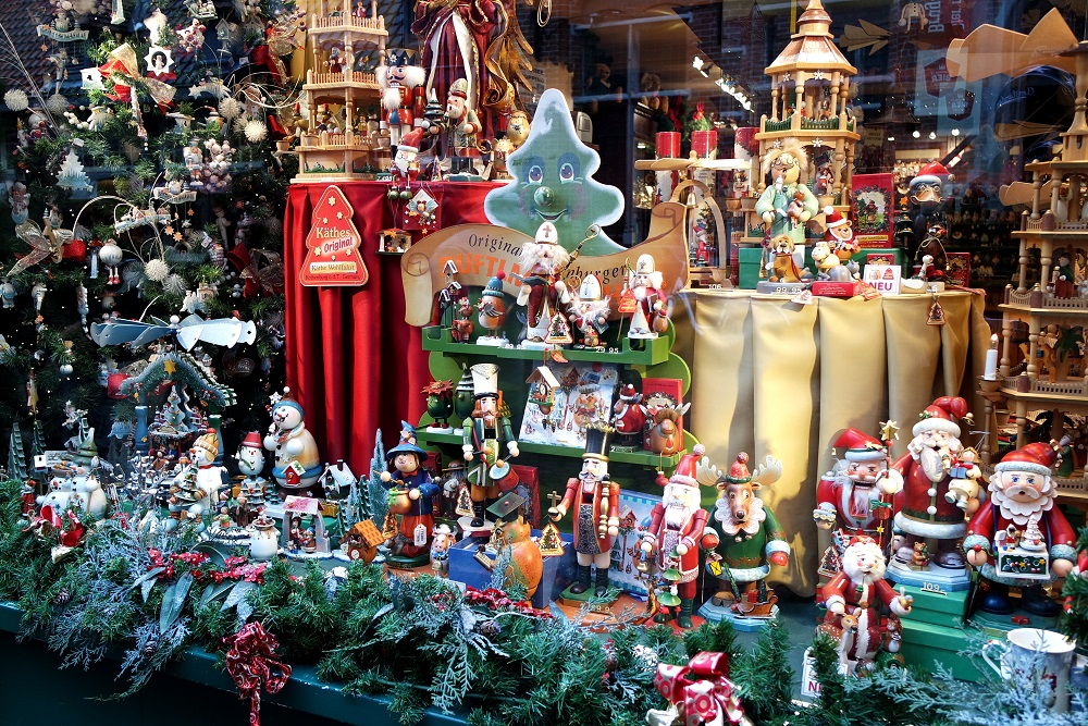 Bruges Christmas window display