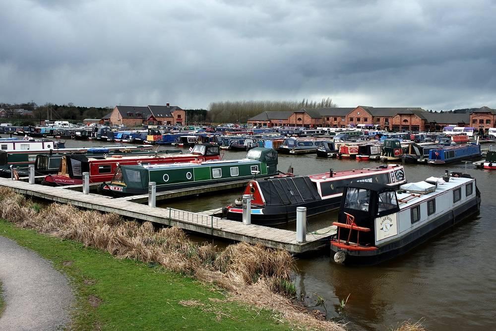 Barton Marina Burton upon Trent canal boats