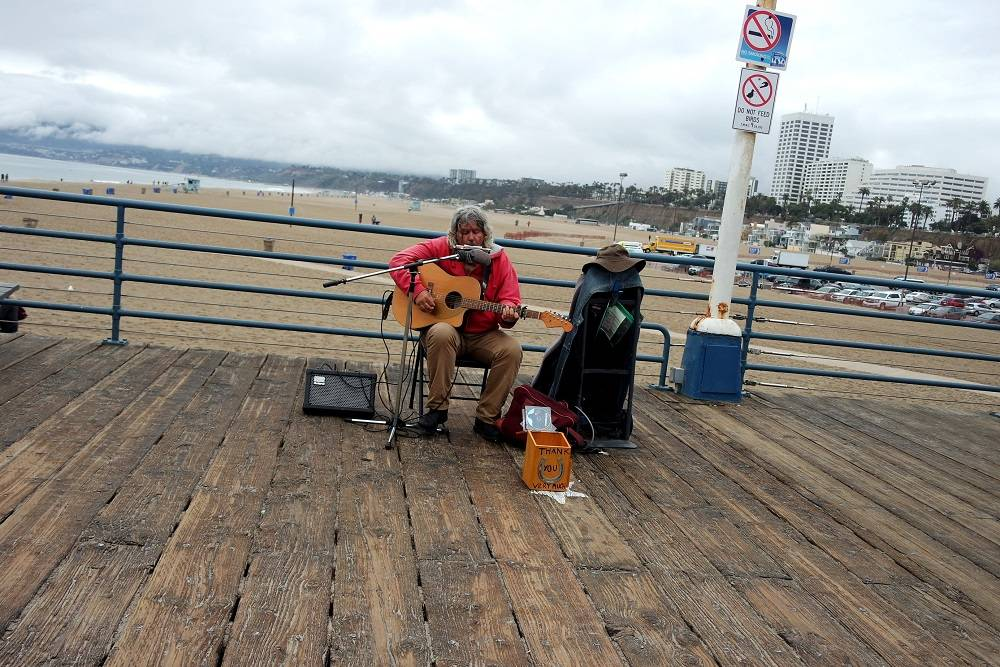 Santa Monica pier busker