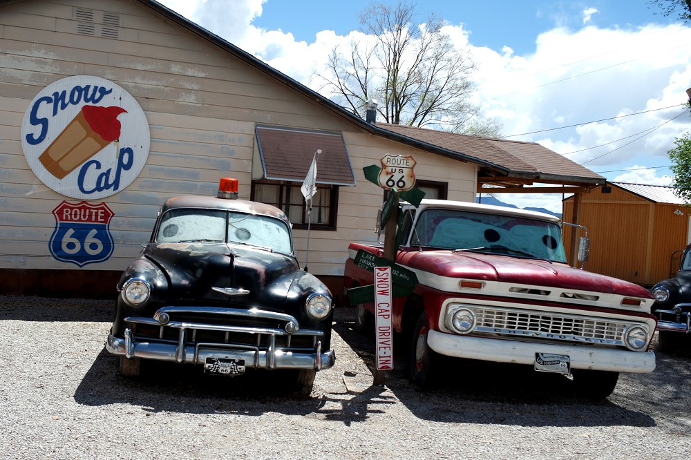 Route 66 Delgadillos Snow Cap cars