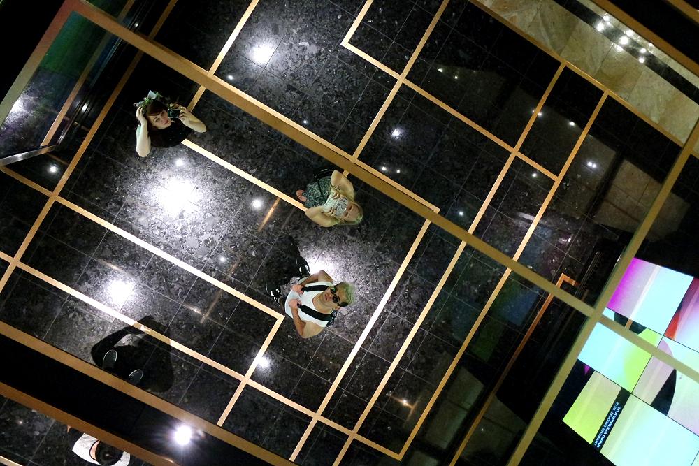 Vegas ceiling mirror