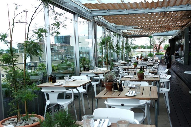 A Rooftop Breakfast with Farfetch