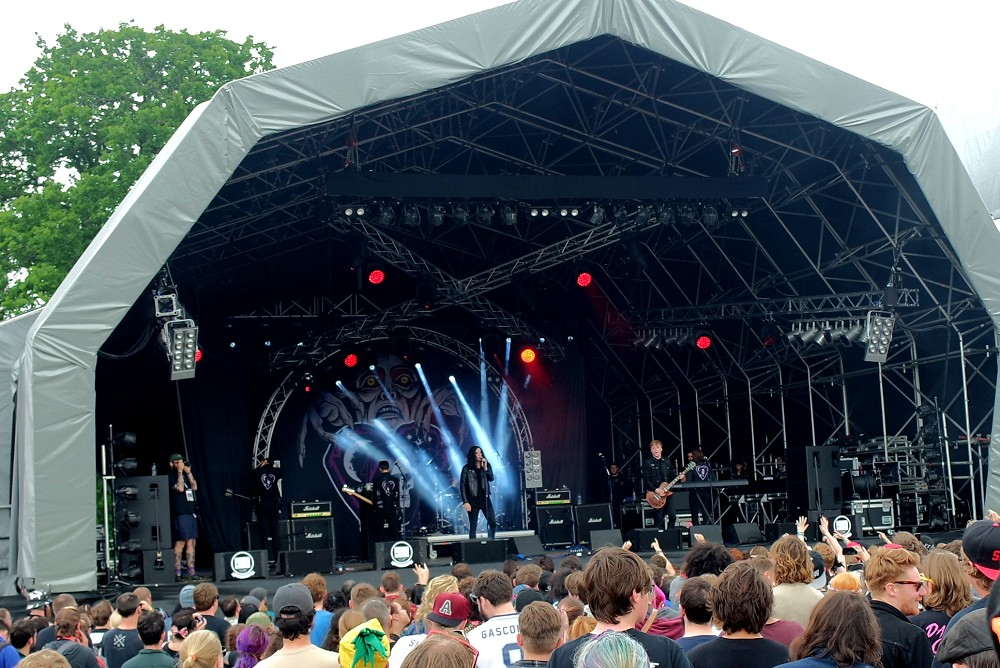 2000 Trees review Creeper