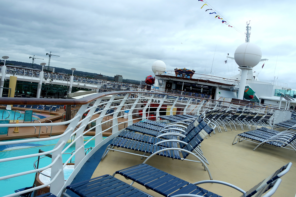Navigator of the Seas outdoor pool