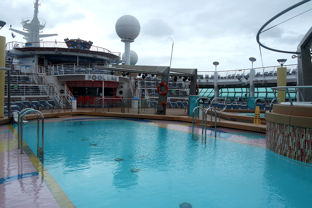 Navigator of the Seas outdoor pool