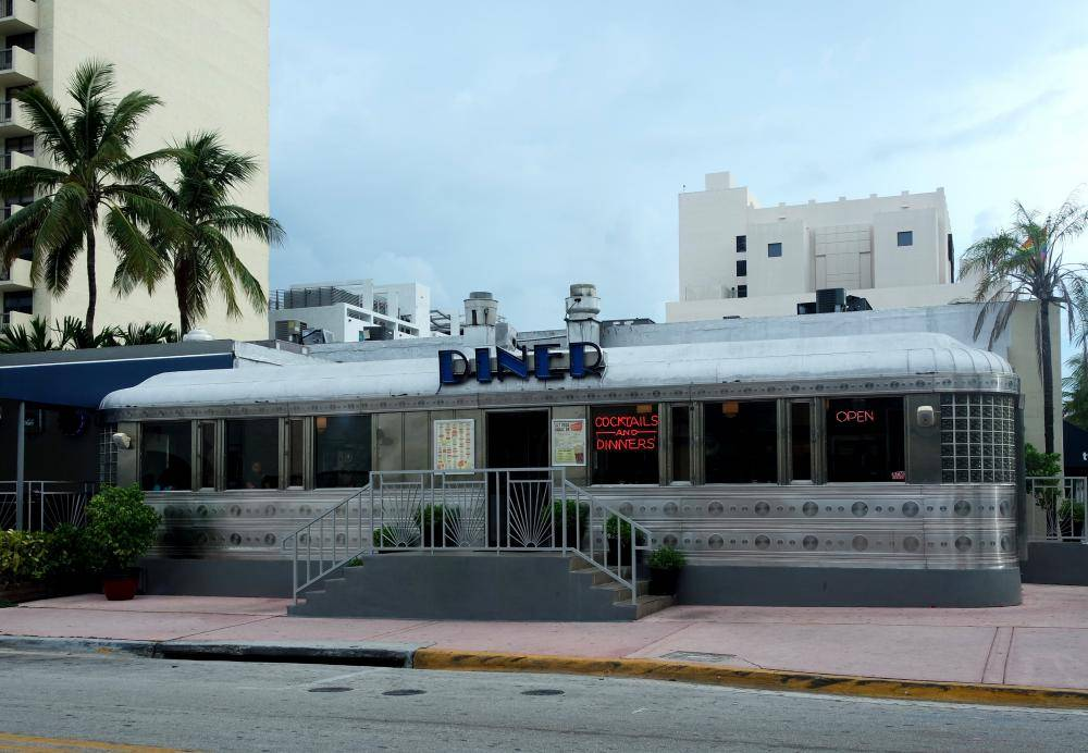 miami-art-deco-diner-2