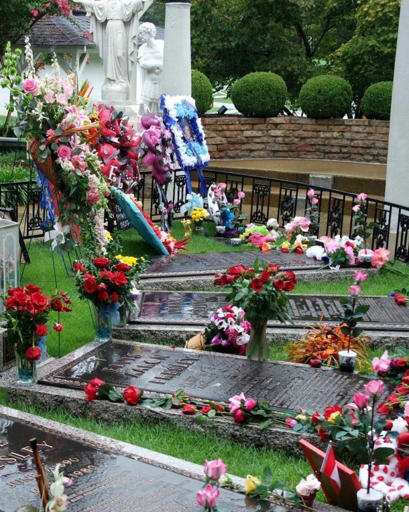 Elvis Presley's grave, Graceland tour, Memphis
