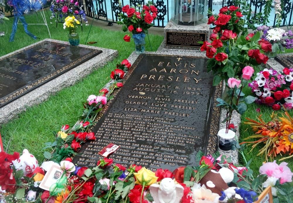 Elvis Presley's grave, Graceland