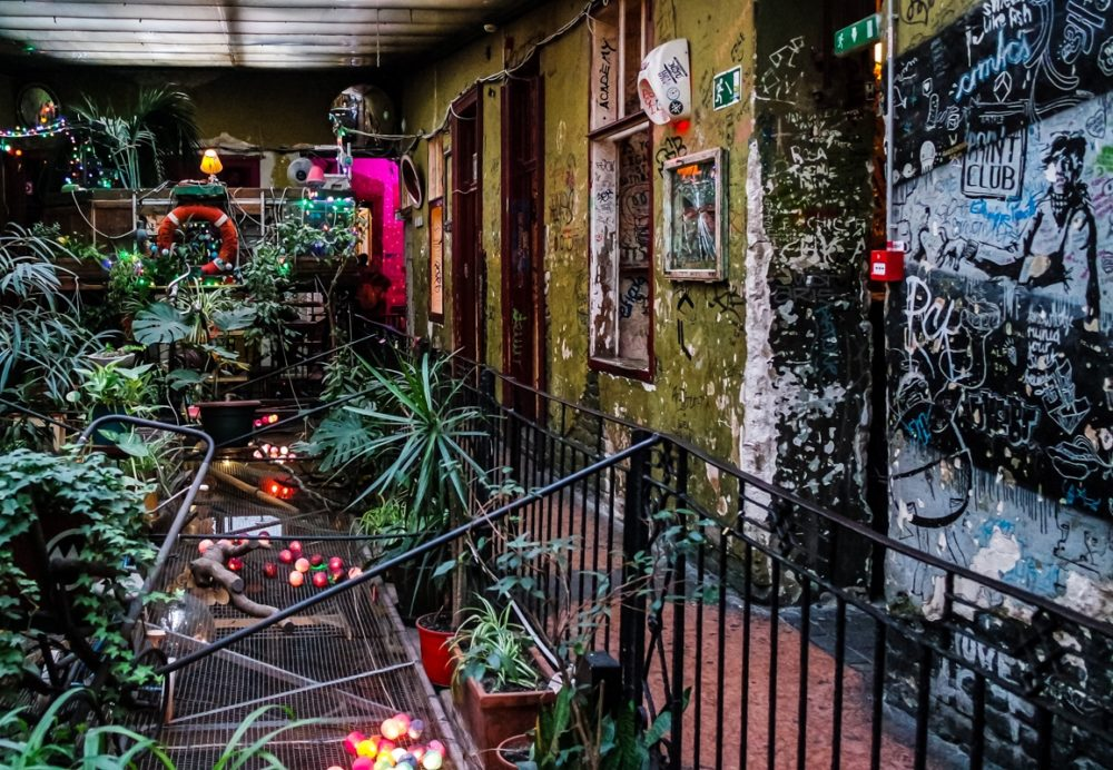 The Weird And Wonderful Szimpla Kert The Best Ruin Pub In