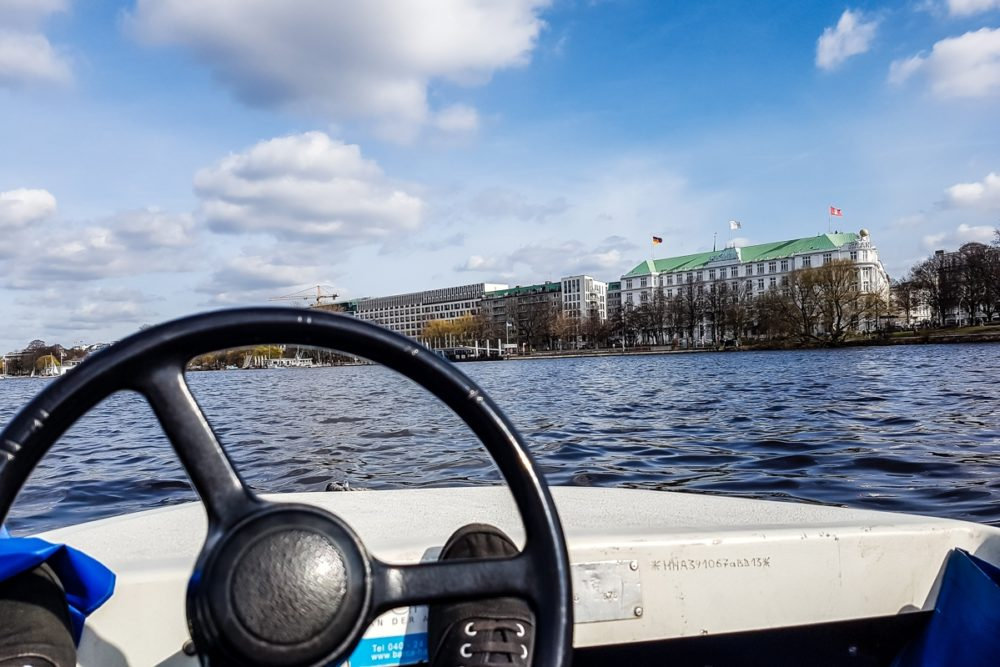 Boat hire on the Alster - Hamburg