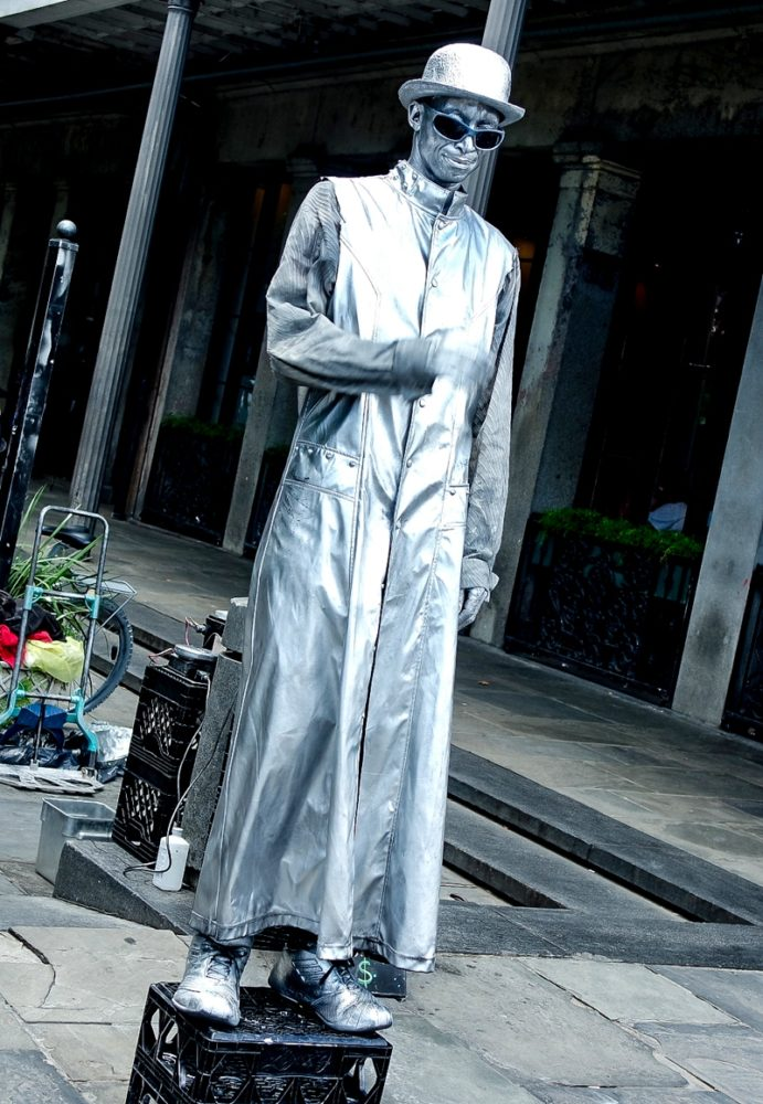 Silver man human statue in Jackson Square, New Orleans | Mini Adventures