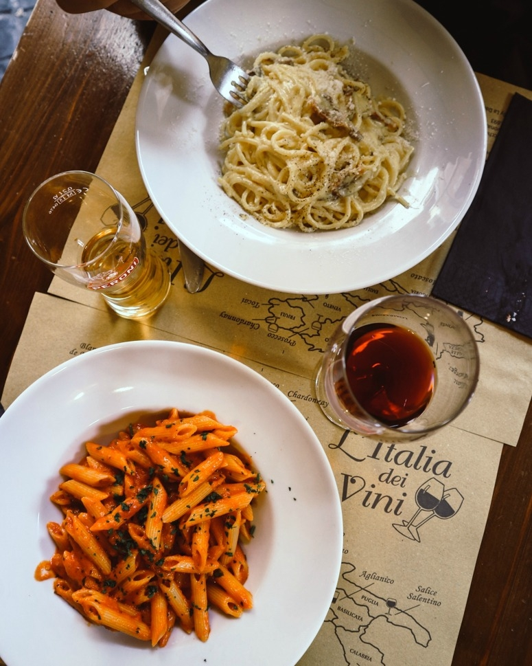 Two dishes of tomato pasta and carbonara in a restaurant in Rome | Where to eat in Rome