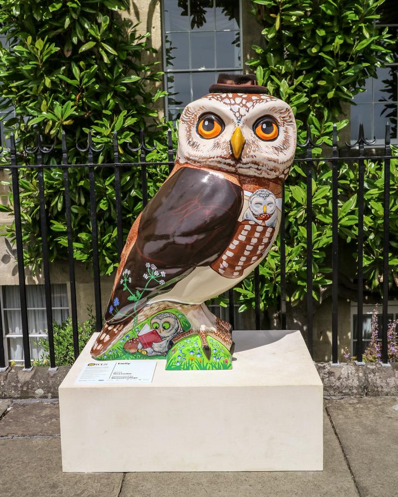 Owl statue in Bath, England | A day trip to Bath