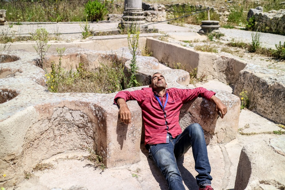 Tour guide in Volubilis, Morocco | Guide to Volubilis archaeological site