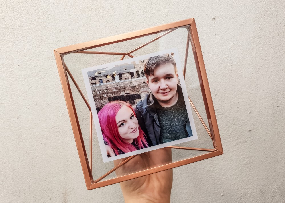 Umbra frame from Cheerz with photo of couple in Rome