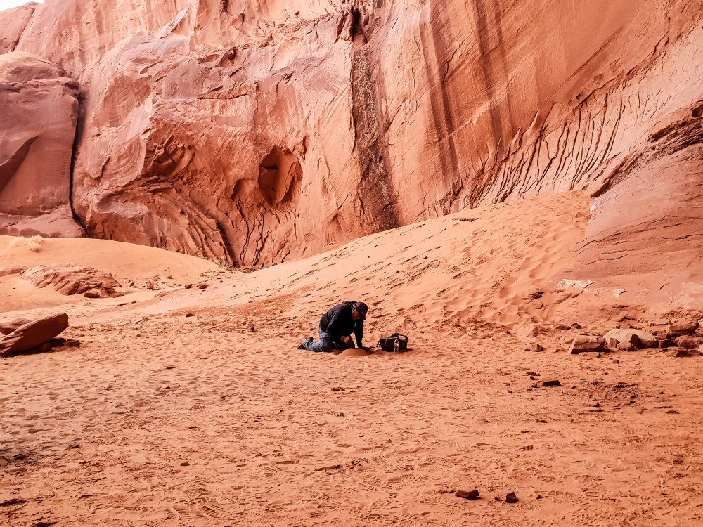 Navajo guide at Big Hogan Arch, Monument Valley | What to do at Monument Valley #monumentvalley #navajo #travelblog #utah #usatravel